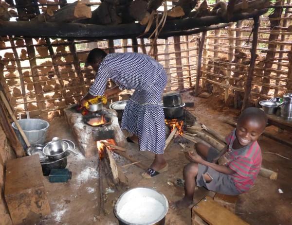 Furaha cooks a feast, Mutendero